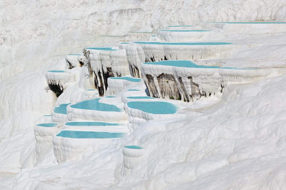 the travertine pools in pamukkale