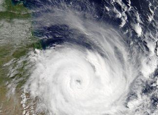 tropcial cyclone debbie australian queensland